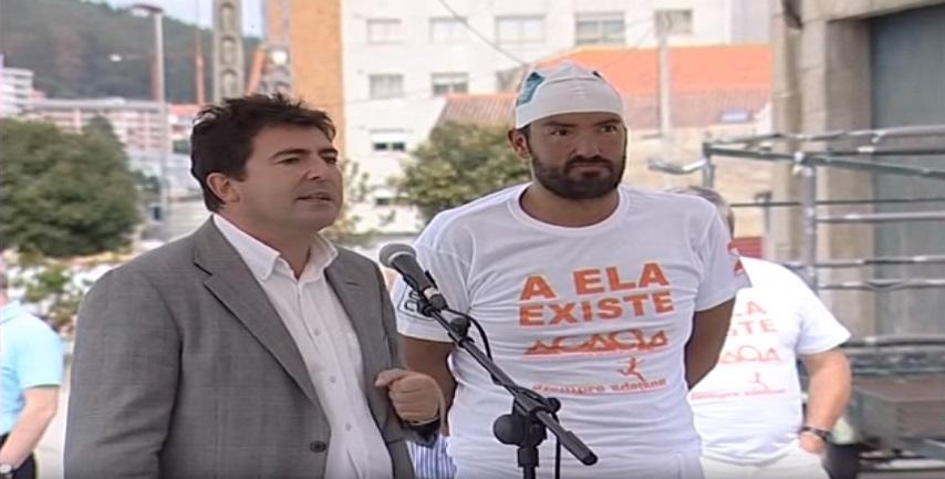 Ence patrocina al nadador Jaime Caballero en la travesía solidaria, por la Ría de Pontevedra